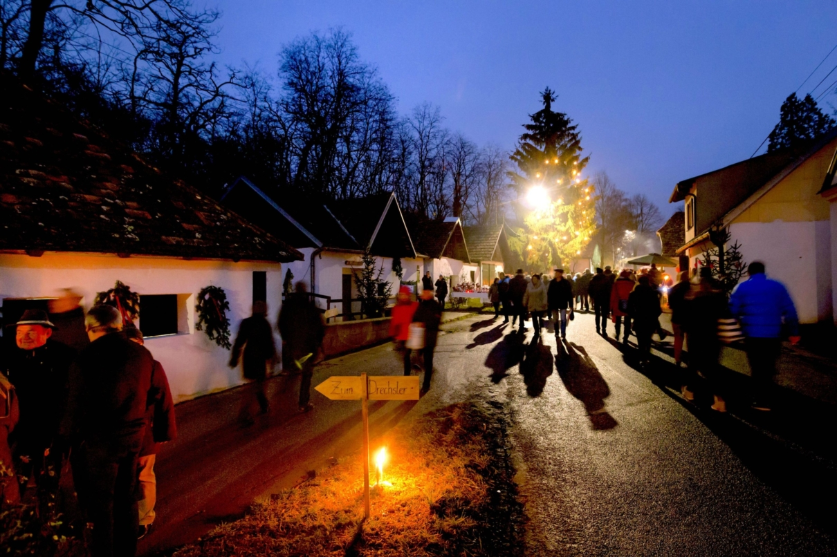 Advent in der Weinviertler Kellergasse (c) Weinviertel Tourismus/Astrid Bartl