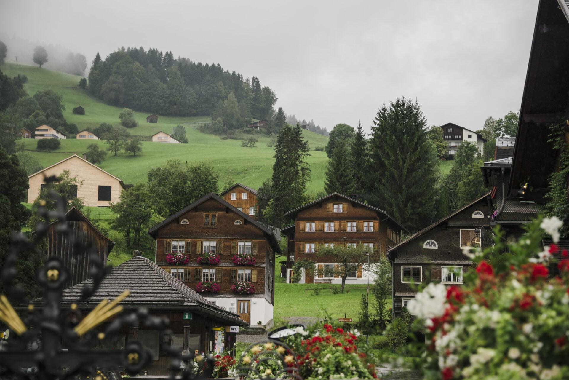 Häuserensemble in Schwarzenberg c Bregenzerwald Tourismus Jana Sabo friendship.is